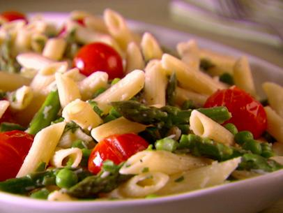 Penne-with-Asparagus-and cherry tomatoes